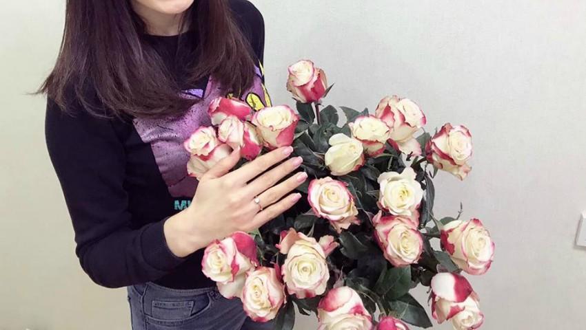 Foto: Încă o nuntă în showbiz! O interpretă de la noi a fost cerută în căsătorie