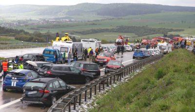 Pe o autostradă din Germania, 50 de mașini s-au ciocnit în lanț