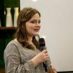 """Foto: Eroina proiectului """"Viața după cancer"""", Nicoleta Negrescu, are un vis. Vrea să doneze fiecărui copil internat la Institutul Oncologic câte o carte semnată de ea."""