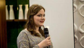 """Eroina proiectului """"Viața după cancer"""", Nicoleta Negrescu, are un vis. Vrea să doneze fiecărui copil internat la Institutul Oncologic câte o carte semnată de ea."""