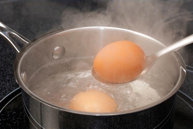 Foto: Adaugă bicarbonat de sodiu când fierbi ouăle