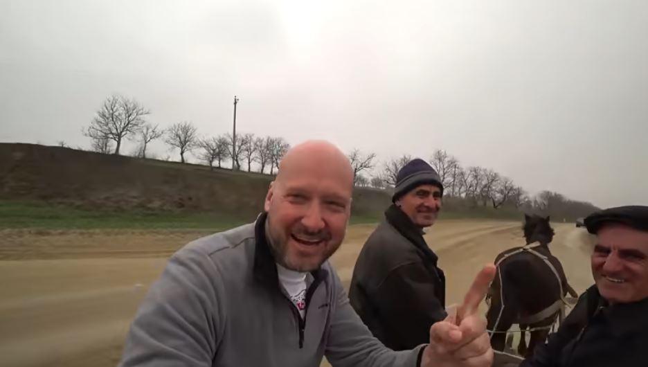 Foto: Video! Turistul englez a vizitat și satul Ratuș din raionul Telenești. Vezi ce l-a impresionat cel mai mult