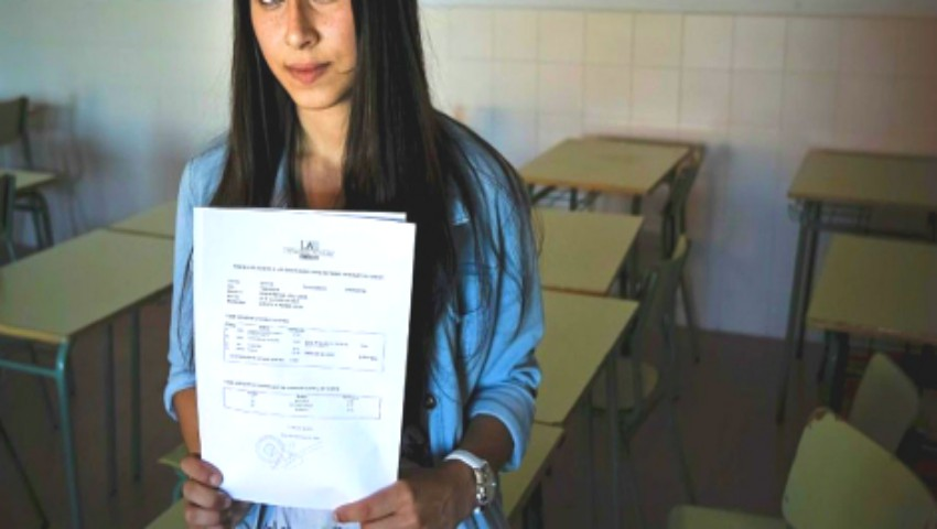 Foto: O elevă a primit nota 1 la simularea la BAC. Ce a scris pe foaia de examen?