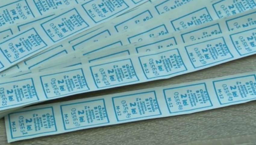 Foto: Unii taxatori de troleibuze fac copii la bilete și le vând pasagerilor
