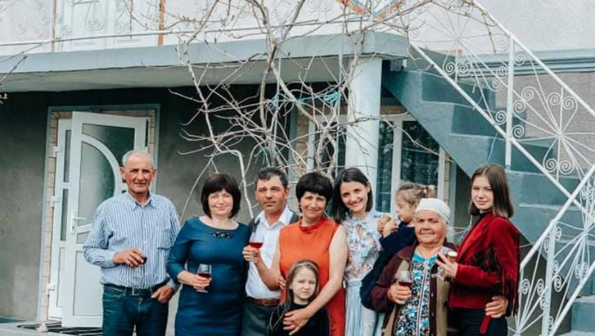 """Foto: Lilu a sărbătorit Paștele: ,,Vreau să păstrez acest moment, acești oameni aici"""""""