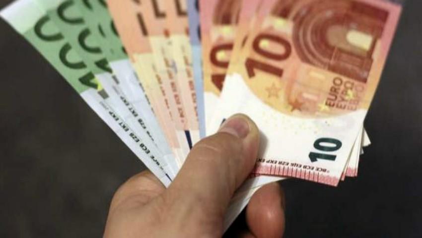 Foto: O elevă de 38 de ani ar fi pretins 300 de euro pentru susținerea BAC-ului
