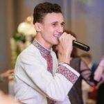 Foto: Interpretul de muzică populară Gabriel Nebunu a împlinit 19 ani