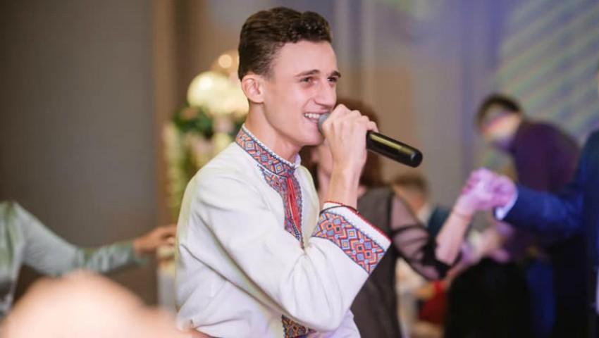 Interpretul de muzică populară Gabriel Nebunu a împlinit 19 ani