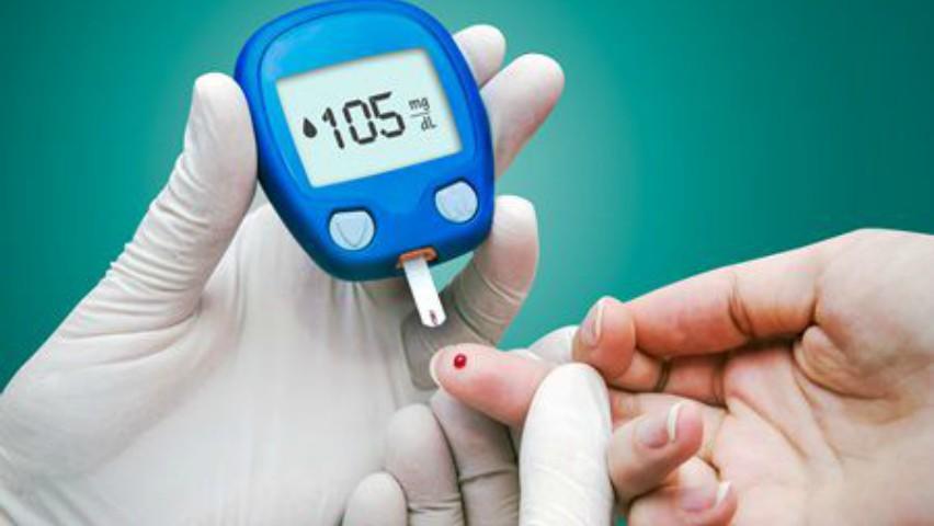 Foto: Persoanele care suferă de diabet zaharat vor primi gratuit glucometre, teste şi lanţete