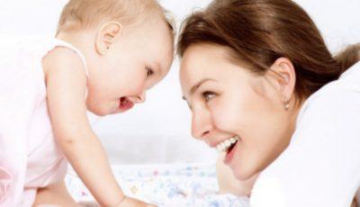 De la 1 iulie, părinții care beneficiază de indemnizații pentru creșterea copilului, vor primi și indemnizația și salariul
