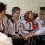 Foto: Video emoționant. O străbunică din Glodeni a împlinit 101 ani, alături de celelalte trei generații de femei ale familiei