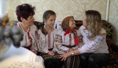 Video emoționant. O străbunică din Glodeni a împlinit 101 ani, alături de celelalte trei generații de femei ale familiei