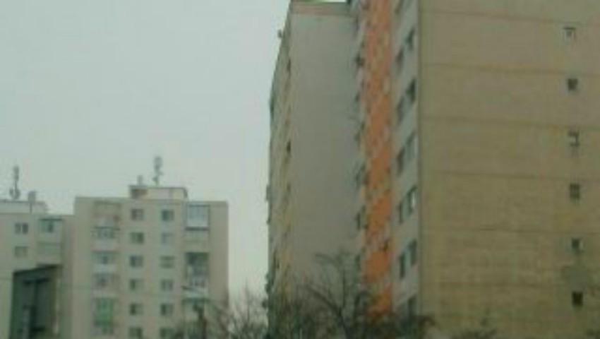 Foto: Caz sfâșietor la Bălți. O fetiță de 2 ani a căzut de la etajul 8 în timp ce mama sa dormea