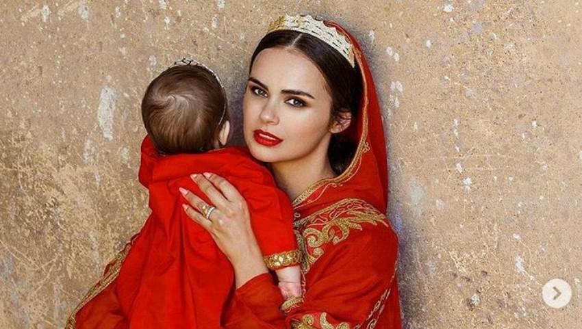 Foto: Xenia Deli și fetița sa, îmbrăcate la fel într-o ședință foto în stil oriental, organizată în Egipt!