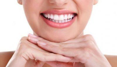 Periuța specială care garantează dinți albi și sănătoși – elimină cele mai dificile pete, chiar și la fumători
