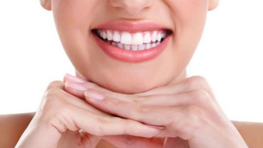 Foto: Periuța specială care garantează dinți albi și sănătoși – elimină cele mai dificile pete, chiar și la fumători