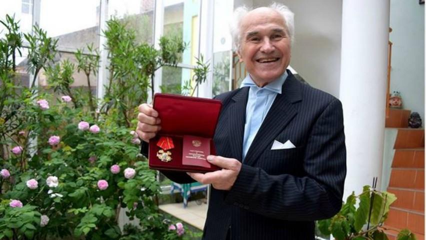 Foto: Maestrul Eugen Doga a fost decorat la Moscova cu Ordinul Aleksandr Nevski