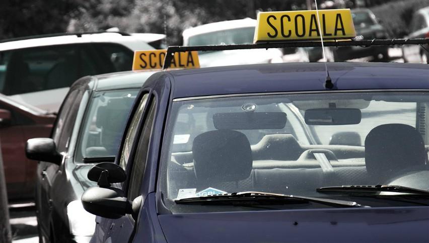 Foto: Video! O mașină de la școala auto, implicată într-un accident în centrul capitalei