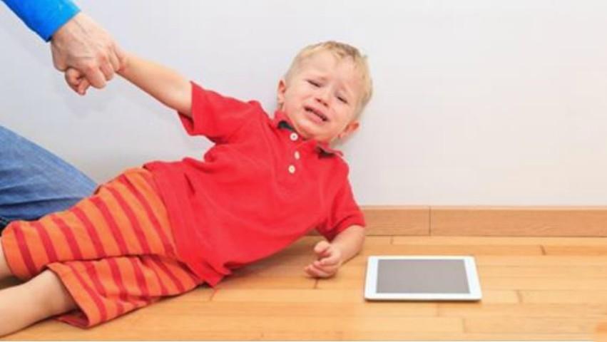 Foto: Copiii care fac des crize de nervi au șanse mai mari să devină adulți bogați
