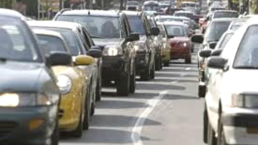 Foto: De astăzi, șoferii pot circula fără luminile de zi