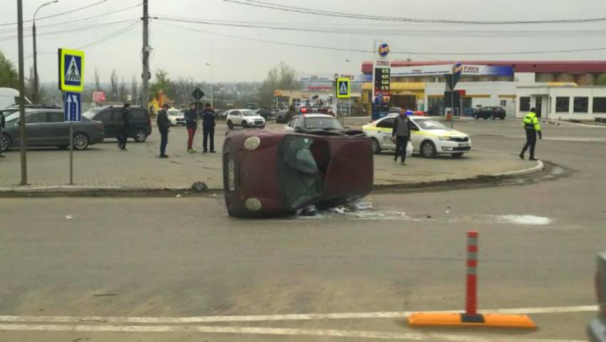 Foto: Accident violent pe o stradă din Capitală