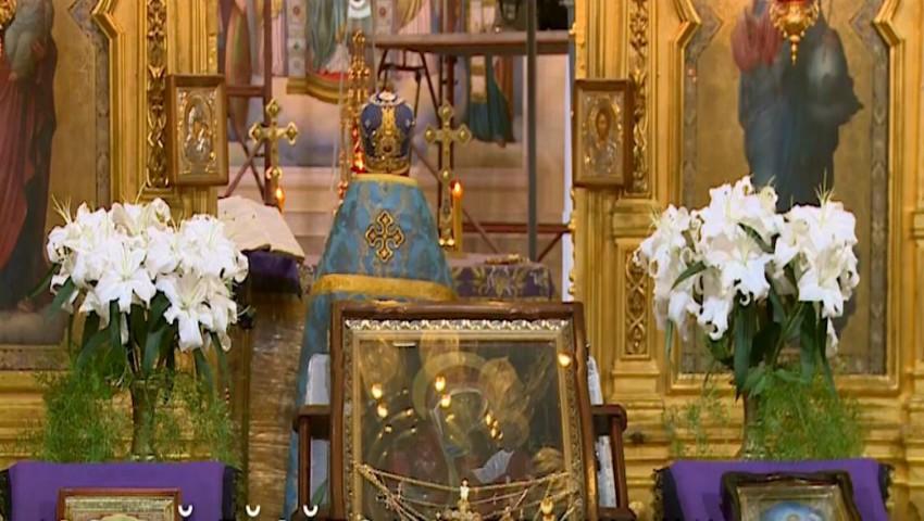 Foto: O icoană făcătoare de minuni a fost adusă la Mănăstirea Ciuflea din Capitală