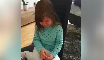 Emoțiile unei fetițe care a plecat din Moldova, dar îi este dor de prietenii săi care au rămas în țară. Video