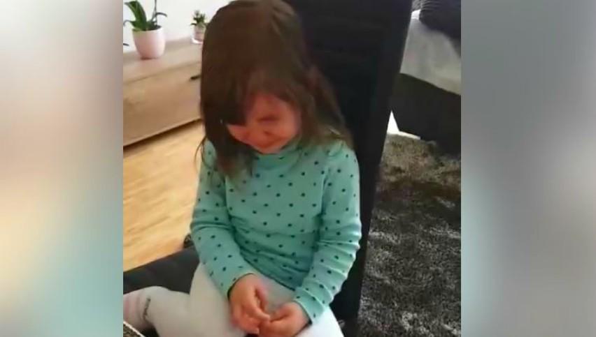 Foto: Emoțiile unei fetițe care a plecat din Moldova, dar îi este dor de prietenii săi care au rămas în țară. Video