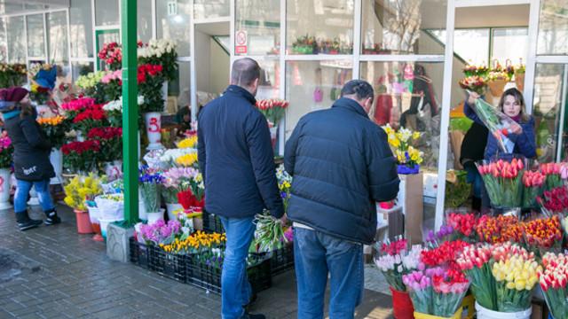 Foto: Comercianţii de flori vor fi verificaţi în perioada ultimului sunet