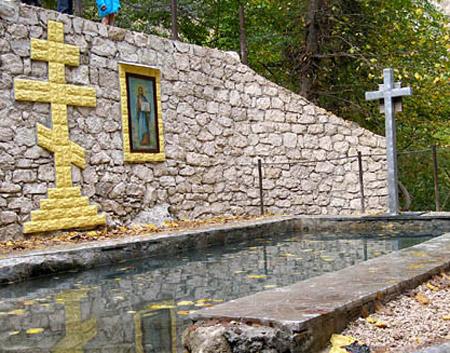 Foto: Tragedie. O femeia s-a înecat în Izvorul Minunilor de la Mănăstirea Saharna