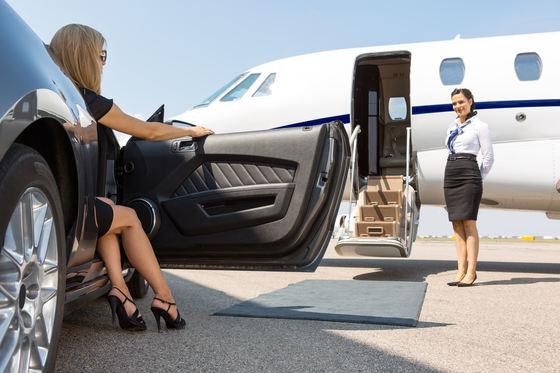 Foto: Confesiunile unor stewardese de lux: cadavre, arme și păsări exotice