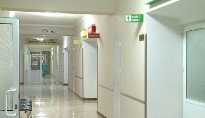 O femeie, diagnosticată cu o formă incipientă de cancer, se plânge că un medic de la Institutul Oncologic din capitală ar fi refuzat să o opereze