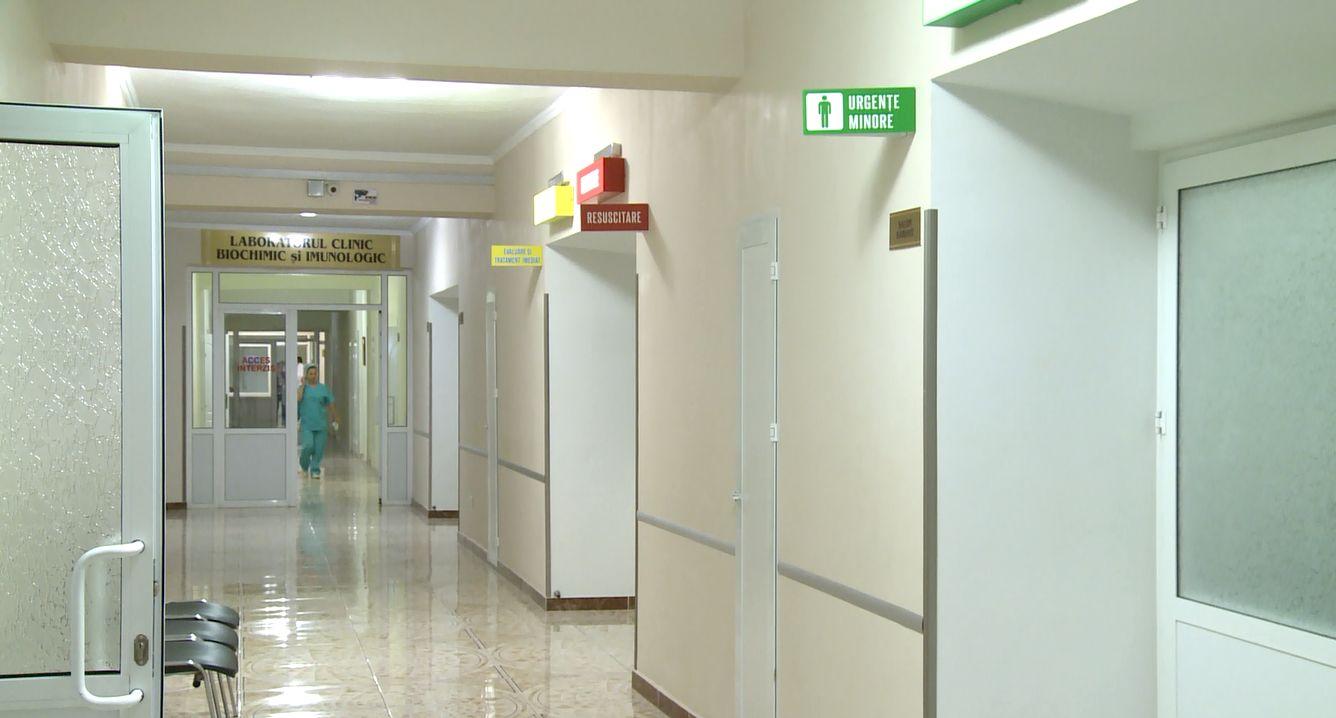 Foto: O femeie, diagnosticată cu o formă incipientă de cancer, se plânge că un medic de la Institutul Oncologic din capitală ar fi refuzat să o opereze
