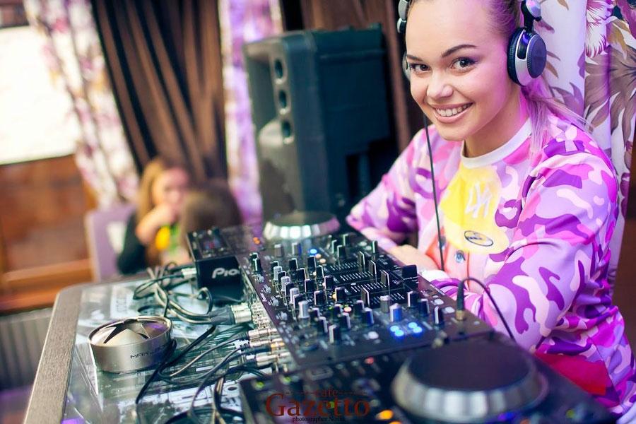 """Foto: DJ Iunna Barbie: """"Din păcate, cancerul s-a extins și la al doilea sân"""""""