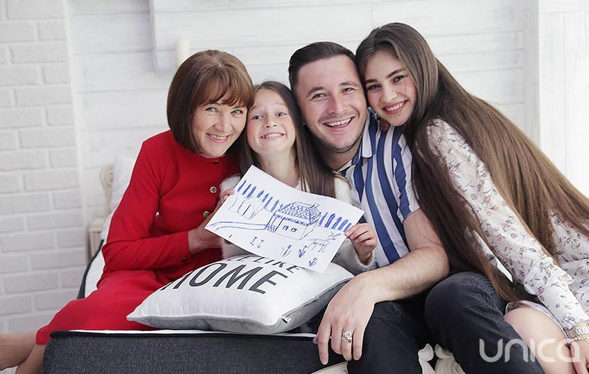 Foto: De ziua Familiei, Emilian Crețu vine cu noi destăinuiri din copilăria lui