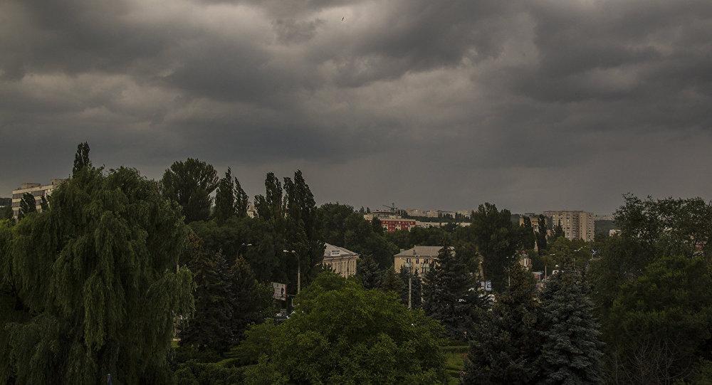 Foto: Cod galben de vijelii, ploi torenţiale şi grindină  în Moldova