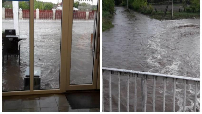 Foto: Un sat din Cahul a ajuns sub ape