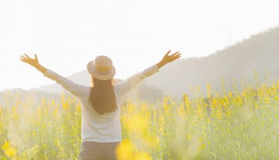 Un nou studiu relevă ce este mai important pentru a fi fericit