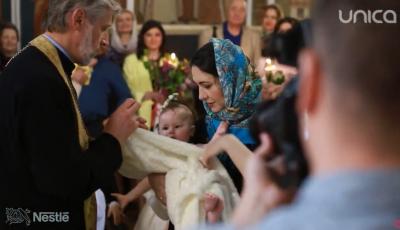 Video! Eleonor, fiica actorilor, Aliona Triboi și Ghenadie Gîlcă, a primit taina sfântului Botez