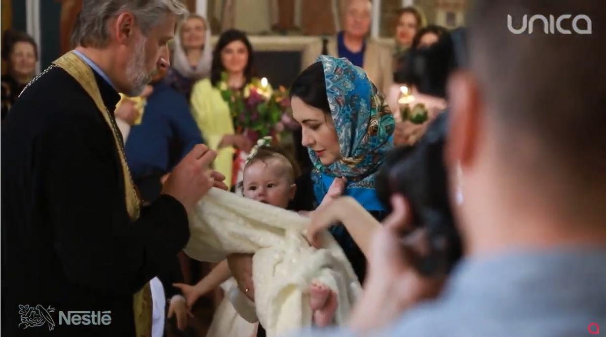 Foto: Video! Eleonor, fiica actorilor, Aliona Triboi și Ghenadie Gîlcă, a primit taina sfântului Botez