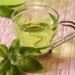 Foto: Apa de busuioc, un elixir al frumuseţii!