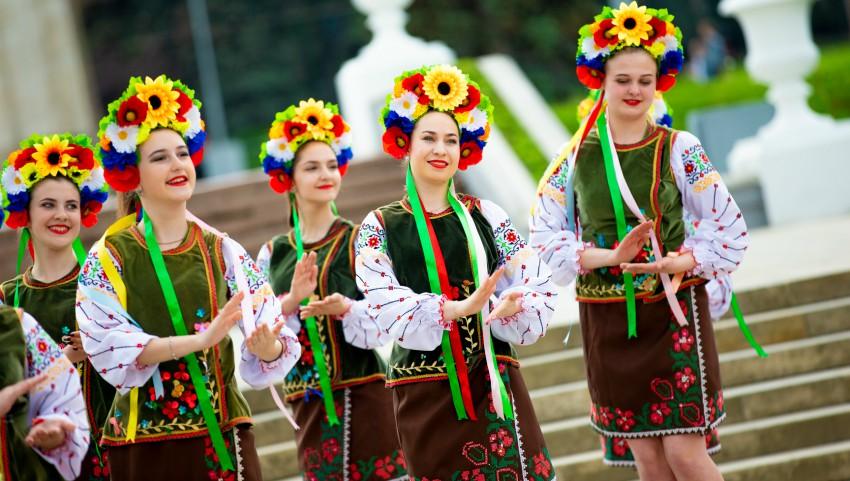 """Foto: La Chișinău, a fost sărbătorită """"Ziua Internațională a Cămășii Ucrainene""""! Foto"""