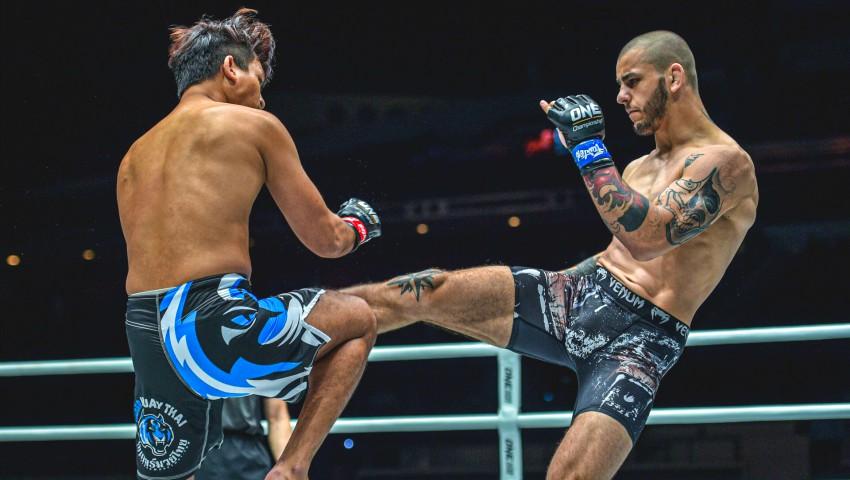 Foto: Un moldovean a devenit campion la arte marțiale mixte în Singapore