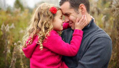 Psiholog: timpul petrecut departe de copil nu poate fi compensat prin cadouri