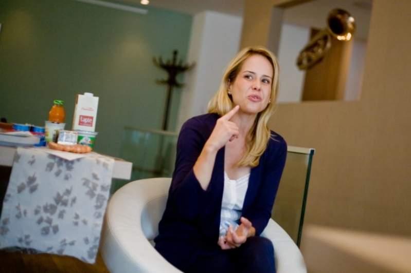 """Foto: Controversatul medic nutriționist Mihaela Bilic: """"Se poate trăi cu un ou și cu un măr pe zi"""""""