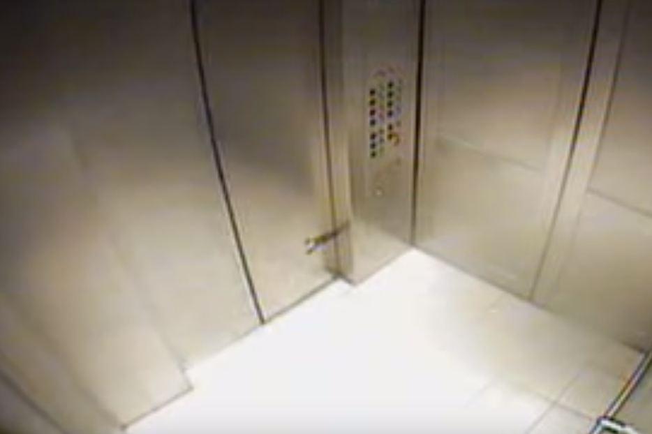 Foto: O femeie a rămas blocată într-un lift timp de 2 zile
