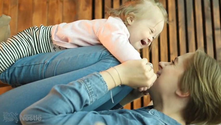 """Foto: Cum este să fii mama unui """"copil soare"""""""