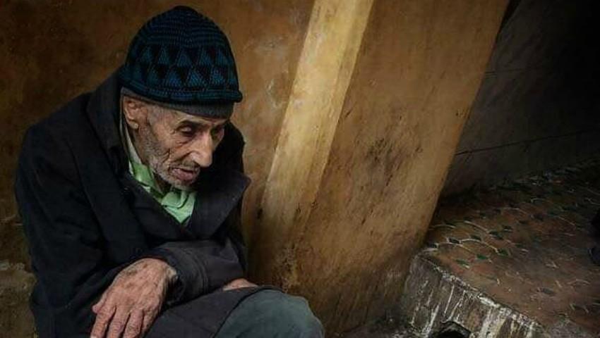 Foto: Povestea bătrânelului care vindea ouă