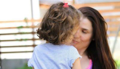 Psiholog: o mamă are voie să plece în vacanță fără copii, cel puțin o dată pe an