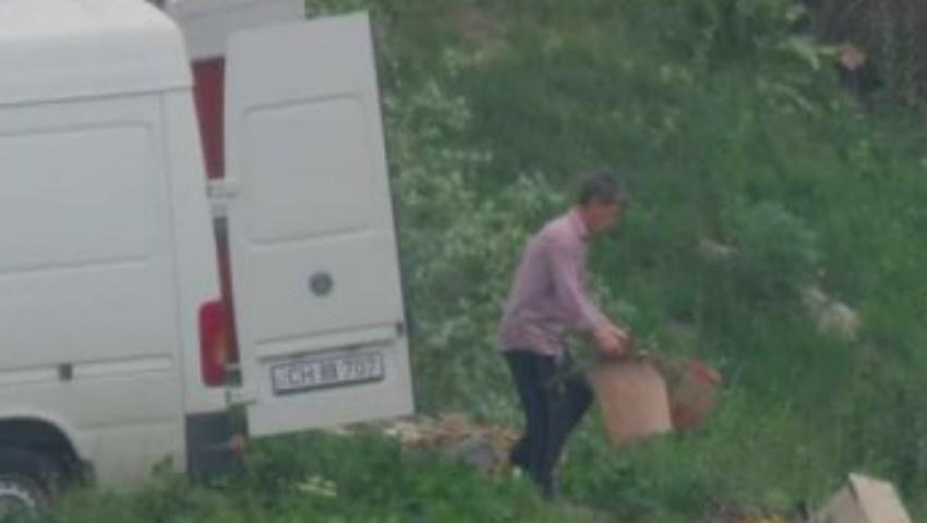 Un moldovean care a aruncat deșeurile într-un loc interzis, a fost amendat cu 2.000 de lei